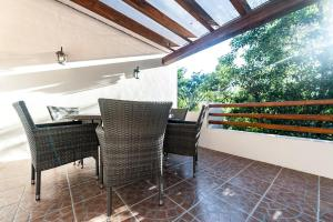 Eco villa-privacy-security-family friendly 2 bedrooms