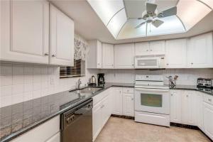 Reflections on the Gulf - Two Bedroom Condo - 504, Апартаменты  Клеруотер-Бич - big - 9