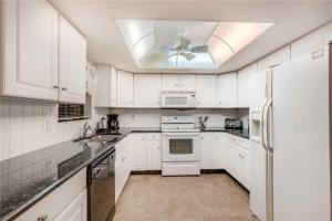 Reflections on the Gulf - Two Bedroom Condo - 504, Апартаменты  Клеруотер-Бич - big - 10