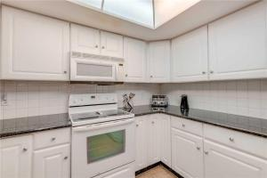 Reflections on the Gulf - Two Bedroom Condo - 504, Апартаменты  Клеруотер-Бич - big - 11