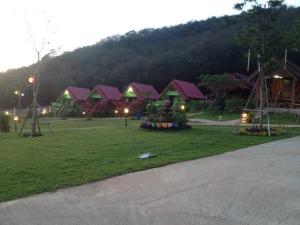 Baanruenthai Resort Muak Lhek