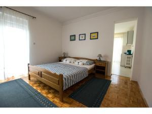 Apartments Trošelj, Ferienwohnungen  Starigrad-Paklenica - big - 2