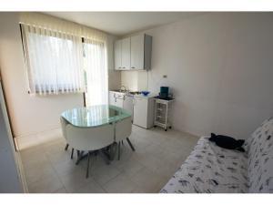 Apartments Trošelj, Ferienwohnungen  Starigrad-Paklenica - big - 3