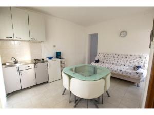 Apartments Trošelj, Ferienwohnungen  Starigrad-Paklenica - big - 8