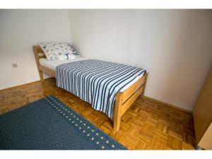 Apartments Trošelj, Ferienwohnungen  Starigrad-Paklenica - big - 12