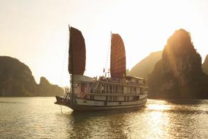 Ha Long Apricot Cruise