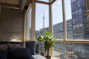 Bright King West Loft