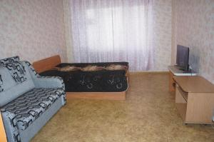 Apartments on Parizhskoy Kommuny street