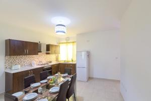North Side Apartment 1, Apartmány  Mġarr - big - 5