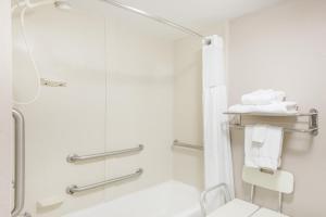 Baymont Inn & Suites - Clarksville, Hotels  Clarksville - big - 11