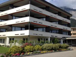 Alpen-Fewo, Residenza Quadra 115, Appartamenti  Flims - big - 8
