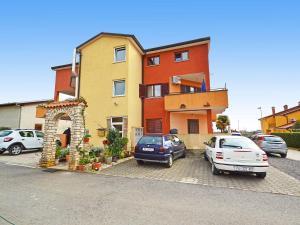 Ulica Bartola Varina 8-1