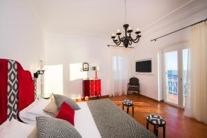 伊登洛克套房酒店 (Hotel Eden Roc Suites)
