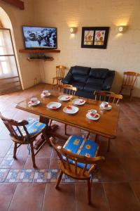 Ta' Bejza Holiday Home with Private Pool, Holiday homes  Xewkija - big - 2