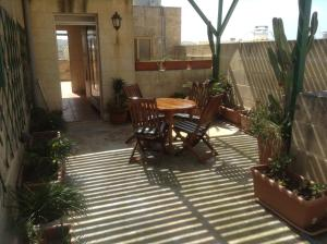 Ta' Bejza Holiday Home with Private Pool, Holiday homes  Xewkija - big - 19