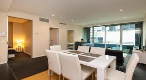 C2CBD Melbourne Apartment