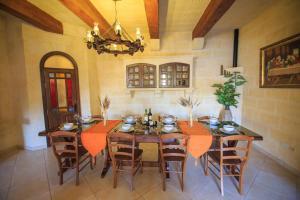 Ta Tumasa Farmhouse, Bed & Breakfast  Nadur - big - 91