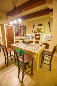 Ta Tumasa Farmhouse, Bed & Breakfast  Nadur - big - 97
