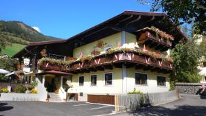 Hotel Dorfgasthof Schlösslstube***