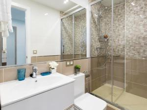Friendly Rentals America Confort XIII, Apartmány  Madrid - big - 12