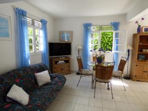 Les Hauts de Terrasson, Guest houses  Les Abymes - big - 12