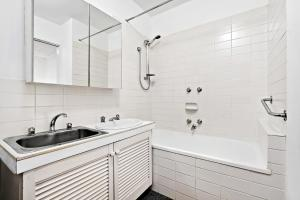 Amal - Beyond a Room Private Apartments, Apartmány  Melbourne - big - 9