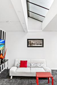 Amal - Beyond a Room Private Apartments, Apartmány  Melbourne - big - 8