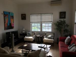 Westbury Apartment 10