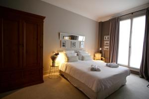 Superior Double Room with Balcony - Guestroom Villa du Square, Luxury Guest House