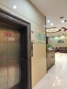 Price Huashang Hotel