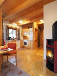 Haus Helene im Öko-Feriendorf, Holiday homes  Schlierbach - big - 10