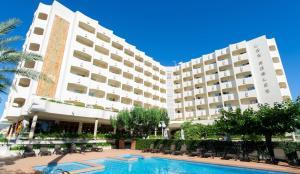 (Hotel Los Robles)