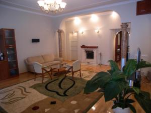 KievRent apartment Saksaganskogo street