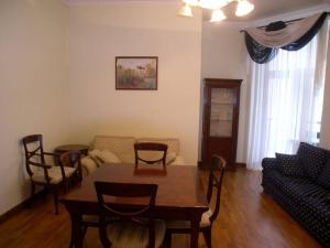 KievRent apartment Lva Tolstogo sq.