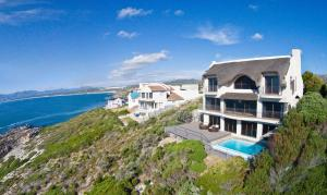 (Whale Huys Luxury Ocean Holiday Villa)