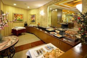 Hotel Austria, Hotely  Tirana - big - 38