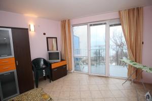 Dimovi Apartment, Apartmanok  Csernomorec - big - 14