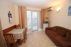 Dimovi Apartment, Apartmanok  Csernomorec - big - 5