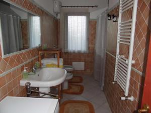 Villa Lucheria, Дома для отпуска  Loceri - big - 19