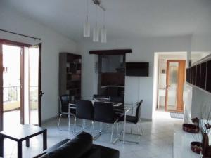 Villa Lucheria, Дома для отпуска  Loceri - big - 21