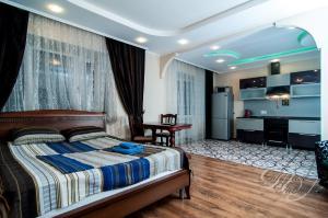 April Apartment on Lenina