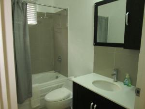 caymanas estate AJ Guest house, Holiday homes  Caymanas - big - 4