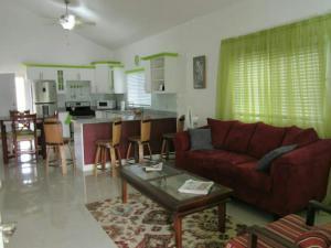 caymanas estate AJ Guest house, Holiday homes  Caymanas - big - 12