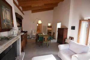Agriturismo Castello di Vezio, Апарт-отели  Варенна - big - 59