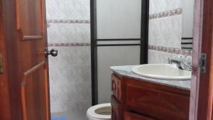 Habitaciones en Medellín (Apartahotel Ferjaz), Vendégházak  Medellín - big - 108