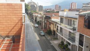 Habitaciones en Medellín (Apartahotel Ferjaz), Vendégházak  Medellín - big - 89