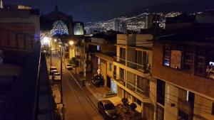 Habitaciones en Medellín (Apartahotel Ferjaz), Vendégházak  Medellín - big - 94