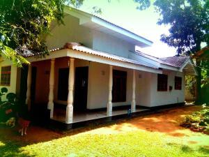 Midigama Surf House