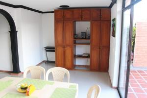 Habitaciones en Medellín (Apartahotel Ferjaz), Vendégházak  Medellín - big - 86