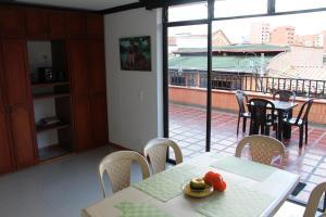Habitaciones en Medellín (Apartahotel Ferjaz), Vendégházak  Medellín - big - 1